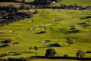 Golfplatz ohne Maulwurfhaufen mit Maulwurfsperre